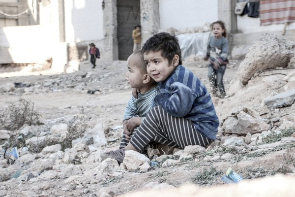 Esraa, 4, and her brother Waleed, 3. Aleppo, December 2015. ©UNICEF/UN013175/Al-Issa